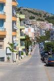 新的镇Saranda,阿尔巴尼亚大街看法  免版税库存图片