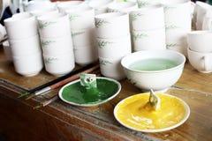 新的陶瓷和釉 免版税库存图片
