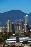 新的高层的建筑在本那比市 免版税库存照片
