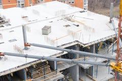 新的高层建筑物建设中 免版税库存图片