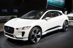 新的2018年捷豹汽车我步幅电SUV汽车 库存图片
