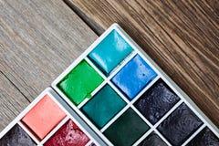 新的水彩绘具箱 关闭 库存照片
