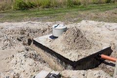 新的水泥化粪池 库存照片