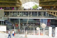 新的购物和娱乐中心列斯Halles在巴黎09 06 免版税图库摄影