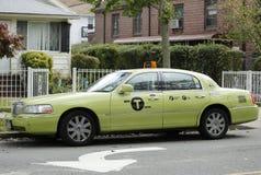新的绿色色博罗出租汽车在纽约 免版税库存照片