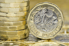 新的1英镑硬币宏指令细节 边和后面 库存照片