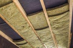 新的bui的绝热矿物矿毛绝缘纤维设施 免版税库存照片