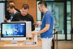 新的iPhone 6个销售开始 免版税库存照片