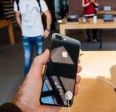 新的iPhone 8和iPhone 8个加号在苹果计算机商店与 库存照片