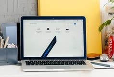 新的MacBook赞成视网膜接触酒吧,所有关于specs 库存照片