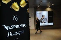 新的NESPRESSO精品店在MAGAZINE DU NORD 免版税库存照片