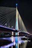 新的Sava桥梁夜视图在贝尔格莱德 免版税库存照片