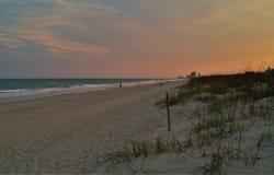 新的Smyrna海滩日落 免版税库存图片