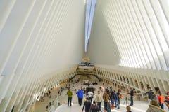 新的Westfield商城印象深刻的建筑学在世界贸易中心新的约克曼哈顿-纽约- 4月1的 库存照片