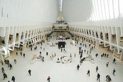 新的Westfield商城印象深刻的建筑学在世界贸易中心新的约克曼哈顿-纽约- 4月1的 库存图片