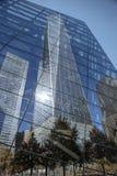 新的WTC在Windows反射911全国 Mueseum 免版税图库摄影