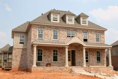 新砖建筑的家 免版税库存照片