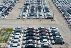 新罗西斯克,俄罗斯- 2017年5月, 18日:很多新的汽车丰田卡罗拉在站点停放了待售 在视图之上 免版税库存图片