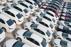 新罗西斯克,俄罗斯- 2017年5月, 18日:很多新的汽车丰田卡罗拉在站点停放了待售 在视图之上 库存照片