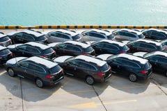 新罗西斯克,俄罗斯- 2017年5月, 18日:很多新的汽车Subaru林务员在站点停放了待售 在视图之上 图库摄影