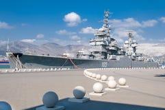 新罗西斯克,俄罗斯- 2015年9月17日, :博物馆巡洋舰米哈伊尔・库图佐夫在论坛区域在城市英雄新罗西斯克的 库存照片