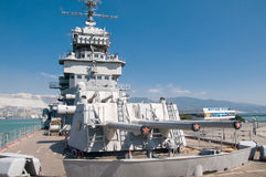 新罗西斯克,俄罗斯- 2015年9月17日, :博物馆巡洋舰米哈伊尔・库图佐夫在论坛区域在城市英雄新罗西斯克的 免版税库存图片