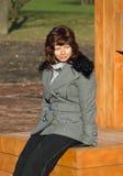 新美丽的公园的妇女 免版税图库摄影