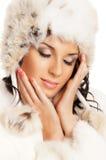 新美丽的女孩纵向在冬天穿衣 免版税库存图片