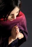 新美丽的祈祷的妇女 免版税库存图片