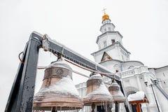 新耶路撒冷修道院、Istra、俄罗斯、响铃和钟楼水平地在冬天在多云天气 免版税库存图片