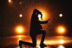 新背景跳舞人的石墙 免版税图库摄影