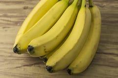 新自然香蕉束 库存图片