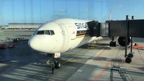 新航喷气机在准备好的机场上 影视素材