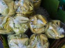 新芒果销售在市场上 免版税库存图片