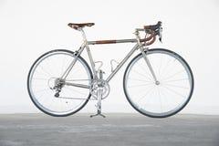 新葡萄酒自行车 免版税图库摄影