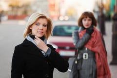 新街道二的妇女 免版税图库摄影