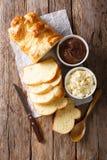 新近地奶油蛋卷面包和乳脂干酪,巧克力奶油 Vertica 库存图片