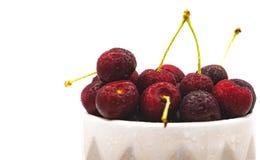 新近地洗涤了在显示的樱桃,被设置在右边 免版税图库摄影