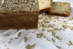 新近地煮熟的在家做的面包 库存照片
