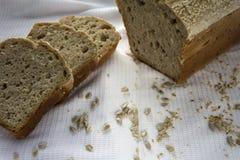 新近地煮熟的在家做的面包 免版税库存图片