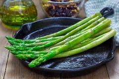 新近地煮熟的芦笋开胃菜 库存照片