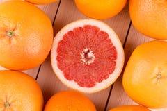 新近地被收获的葡萄柚 免版税库存照片