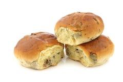 新近地被烘烤的传统荷兰葡萄干小圆面包 免版税库存图片