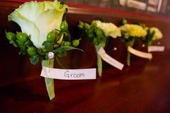 新郎的Boutineer在婚礼之日 免版税库存照片