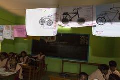 新闻纪录片的社论图象 未认出的小学生在教室学习在政府公立学校 免版税图库摄影