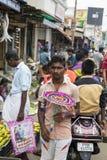 新闻纪录片的社论图象 在他的水果和蔬菜的一个未认出的印地安人在一个小乡村市场上购物在泰米尔纳德邦 免版税库存照片