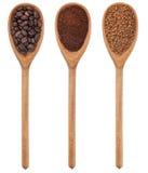 新鲜三把匙子碾碎的咖啡,豆,颗粒状 库存图片