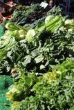 新鲜农产品在地方农夫市场上 免版税库存照片
