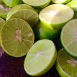 新鲜切片柠檬 免版税库存照片