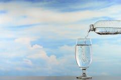 新鲜和干净的饮用水 免版税库存照片